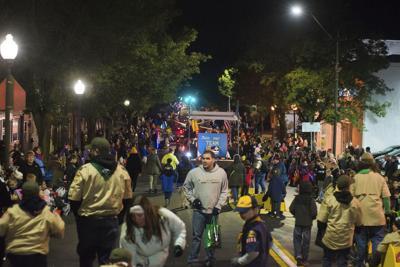 Thousands line streets for Sunbury Halloween parade