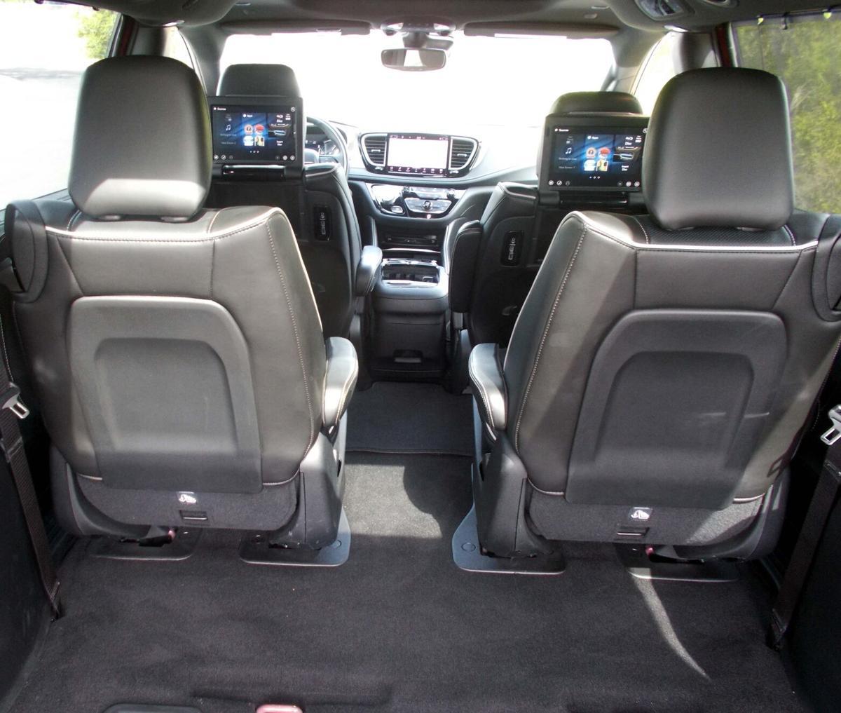 2021 Chrysler Pacifica Hybrid front cabin.jpg