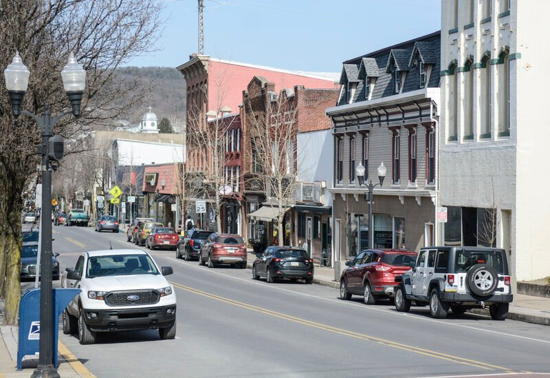 Downtown retailers see mixed bag of struggles, success