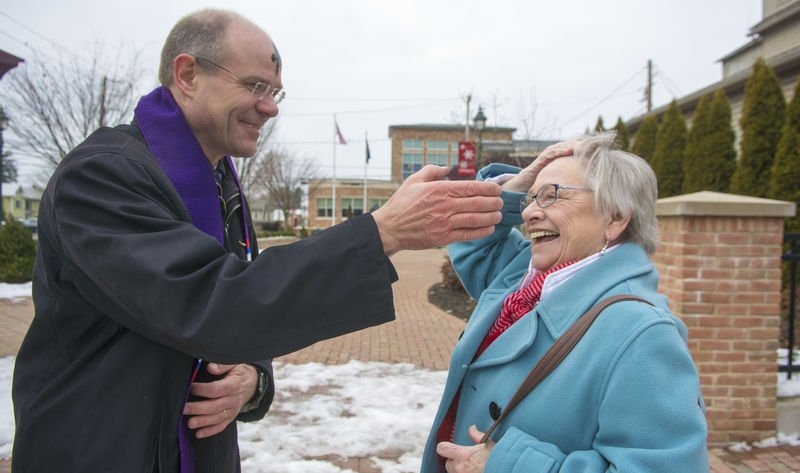 Selinsgrove pastor delivers ashes on the go