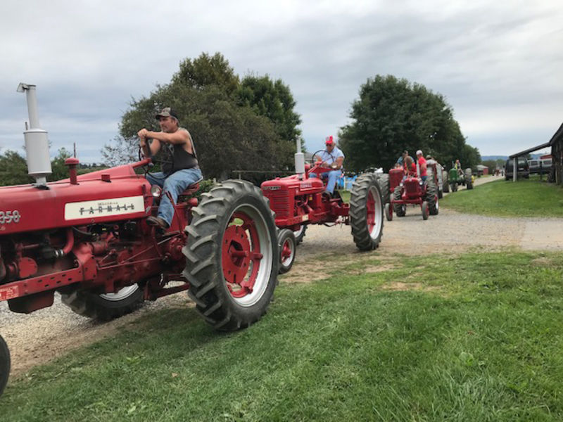 Families enjoy tractor pulls, parade at antique show | Local
