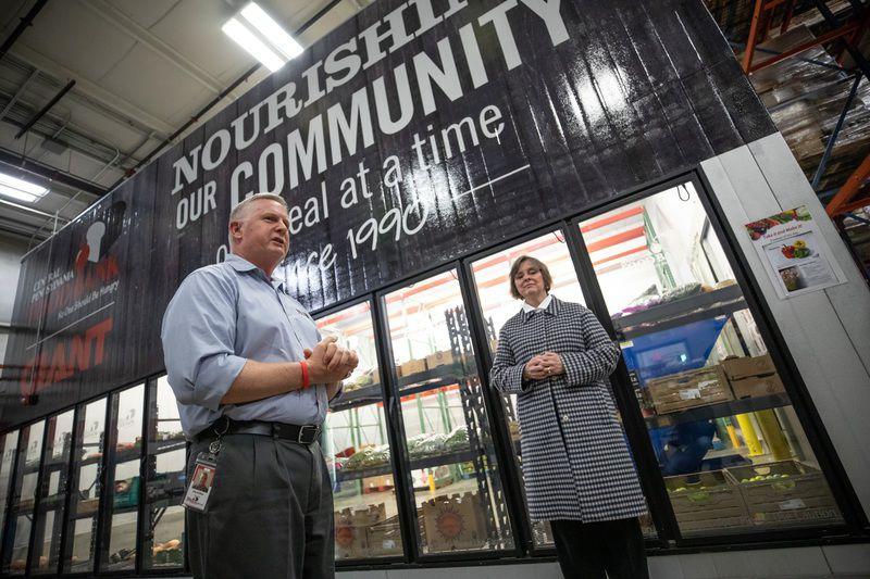 Gov. Wolf begins holiday season by volunteering at food bank