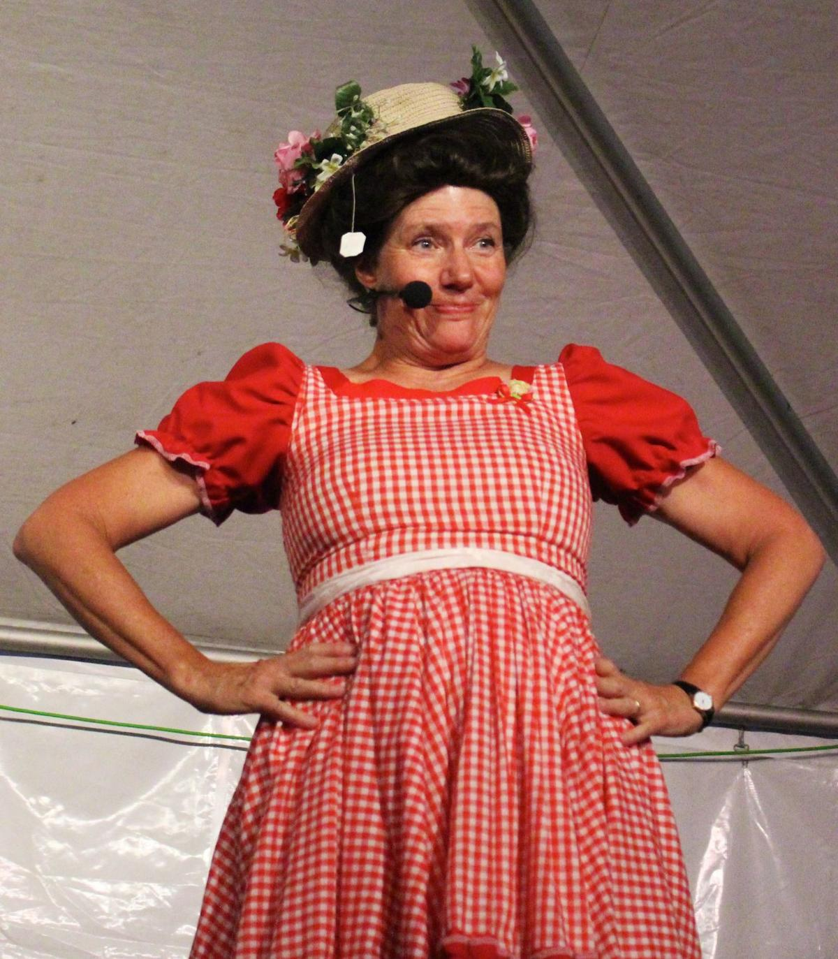 Minnie Pearl lives again on stage