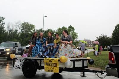 SA Photo: Farmington, St. Paul seniors celebrate with parade
