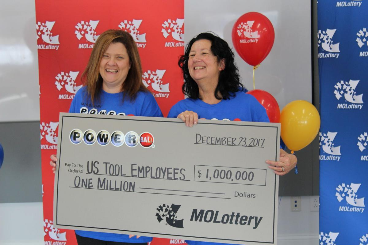 Powerball Winners Presented With Check Daily Journal News