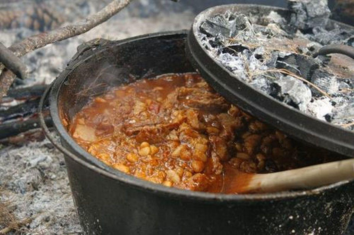Learn The Art Of Dutch Oven Cooking Outdoors