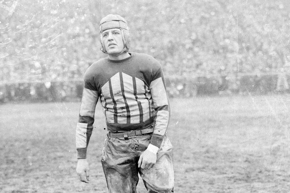 1925: Red Grange held to 36 yards in first game as a pro