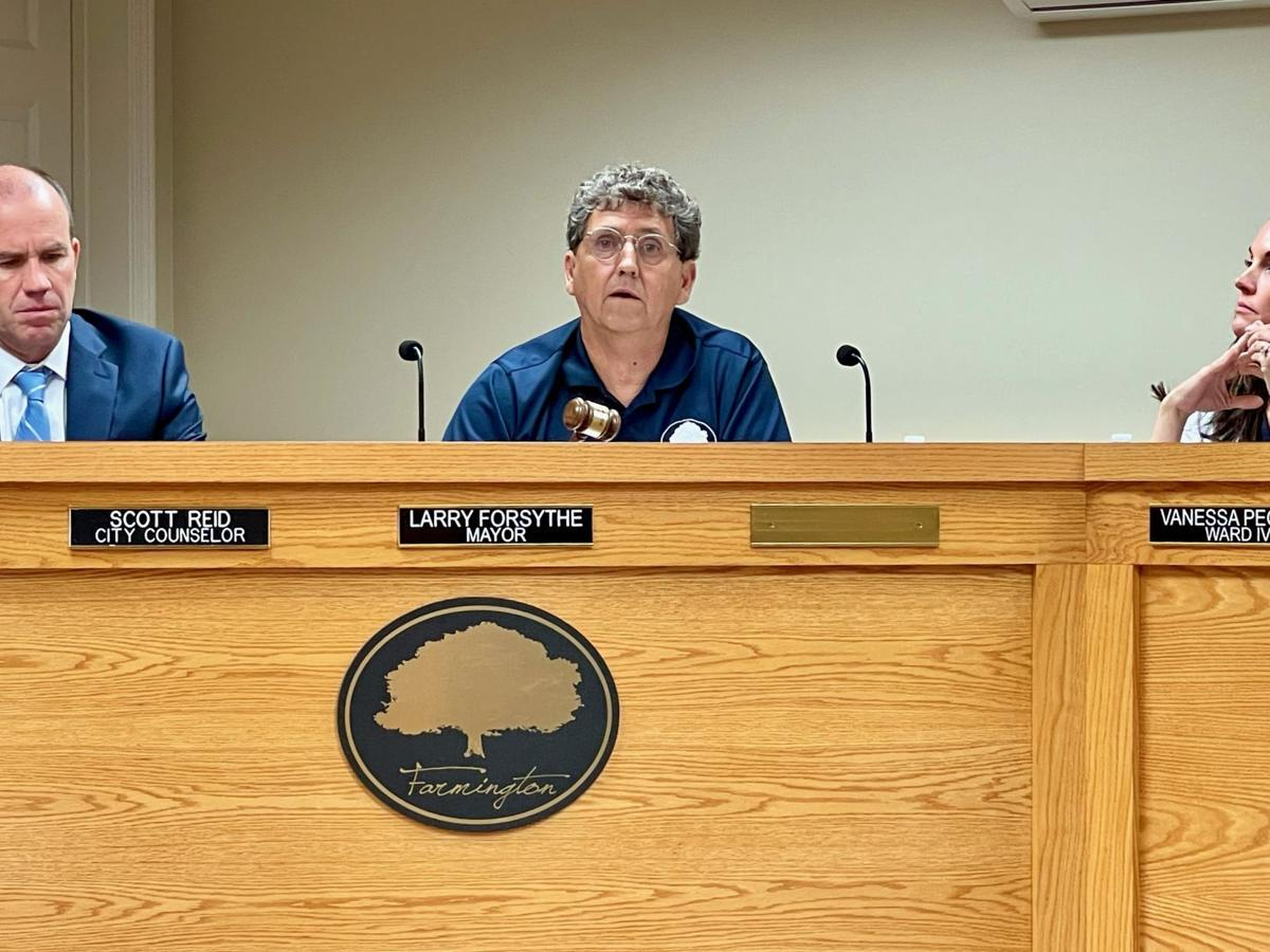 Mayor discusses waste disposal complaint