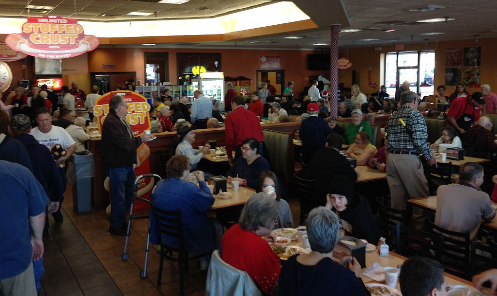 free christmas dinner serves community and blessings - Christmas Dinner Blessings