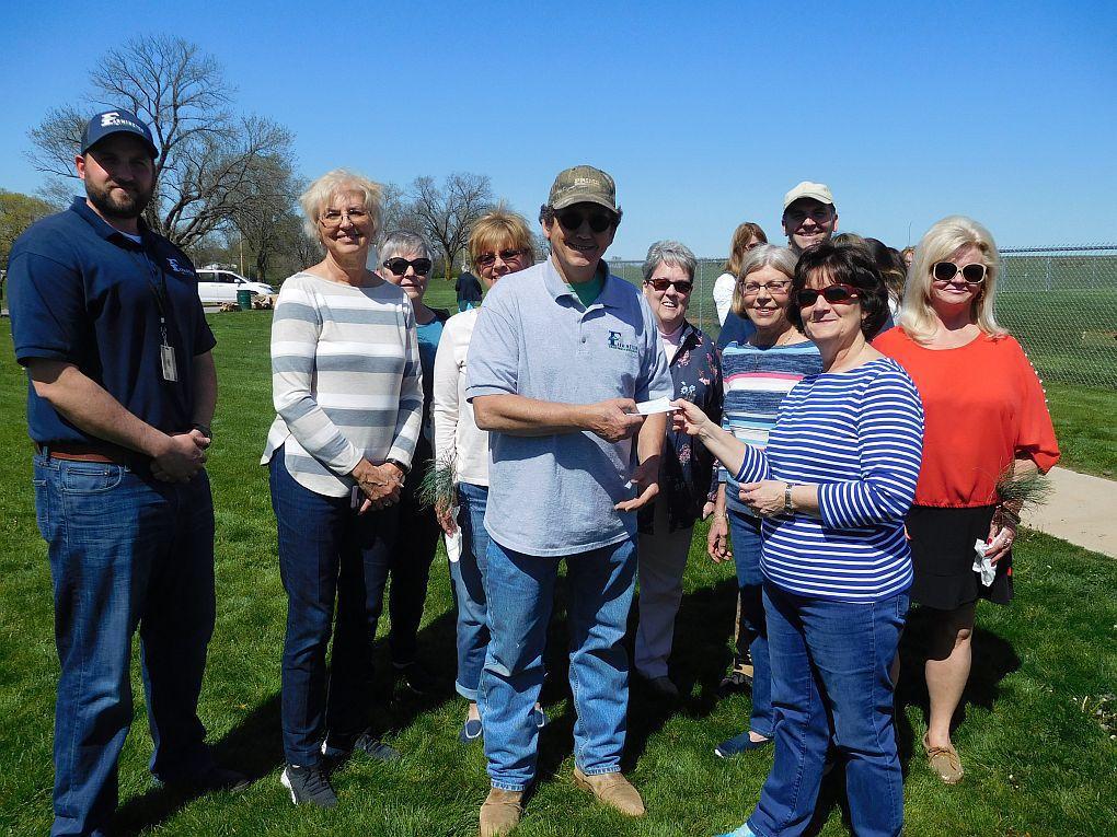 Garden Club Donates To City