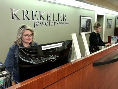 Chamber execs urge buying local