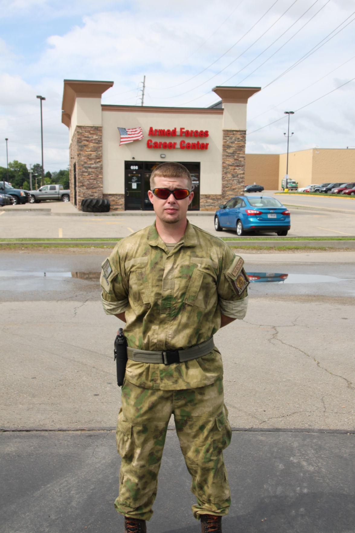 UPDATED: Oath Keepers and militia 'guarding' local Armed Forces Career  Center