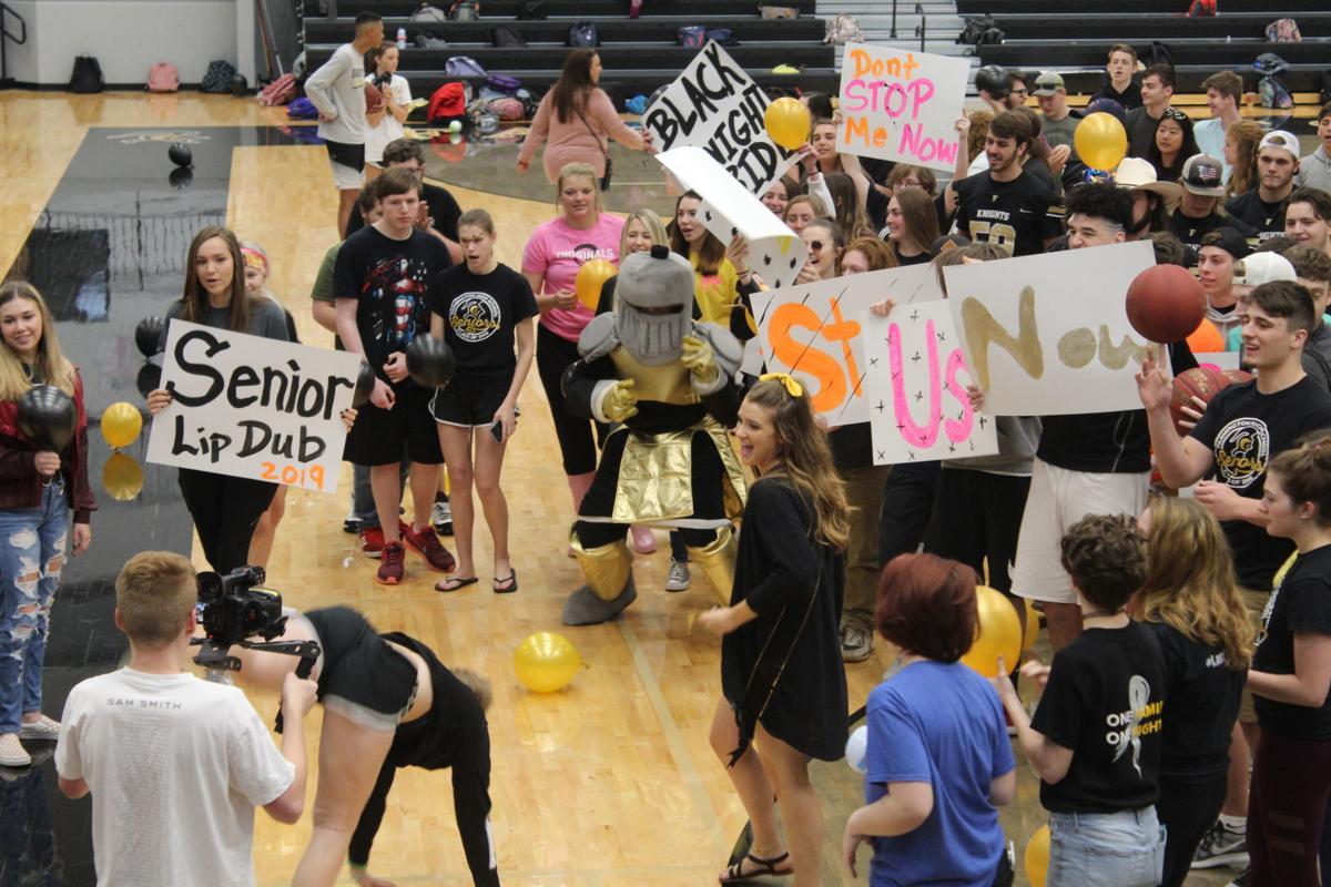 Farmington High School seniors produce 'lip dub' video