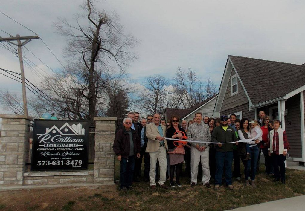 R Gilliam Real Estate Holds Ribbon Cutting
