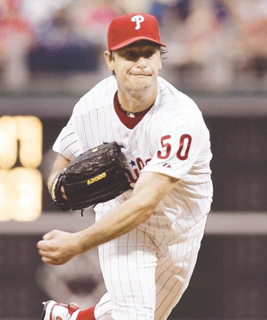 Moyer's masterpiece lifts Phils