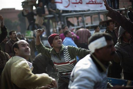 Cairo square chaos intensifies, violence spreads