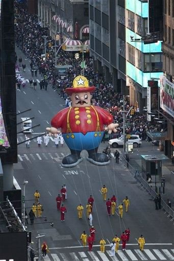 Festive Thanksgiving Day Parade heads through NYC