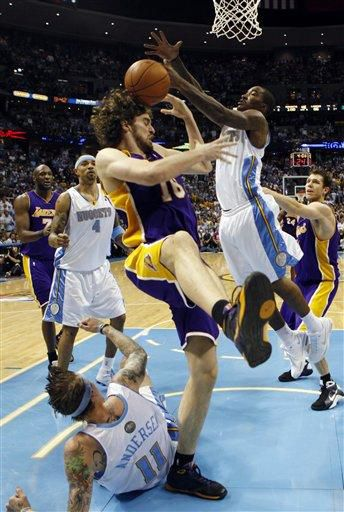 Nuggets beat Lakers, even series at 2-2