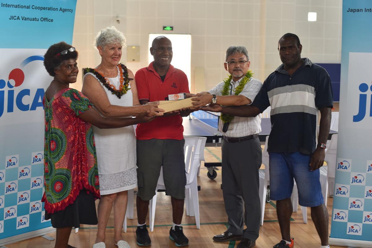JICA Hands Over Takkyu Volleyball Set to Athletics Vanuatu