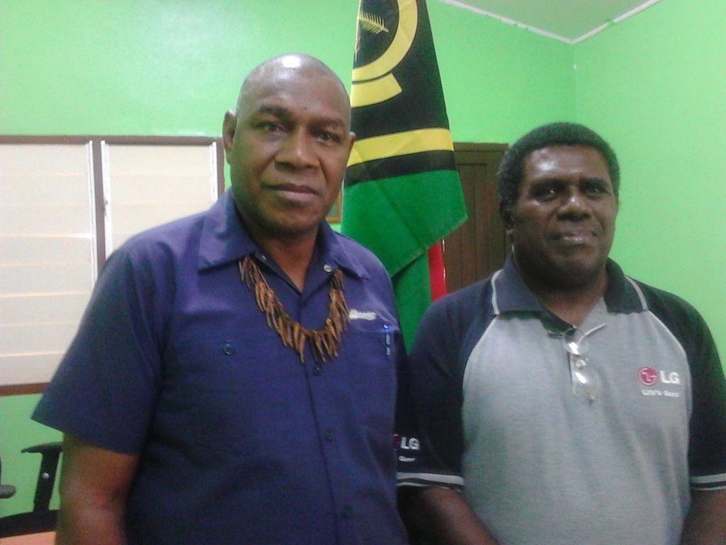 Malvatumauri President Chief Tirsupe (l) with Council's Executive Member Chief Maemaedola (r)