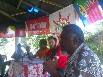 MP Ephraim Kalsakau (l) and George Robertson (r in red T/Shirt)