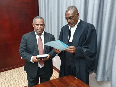瓦努阿库党被驱逐出政府