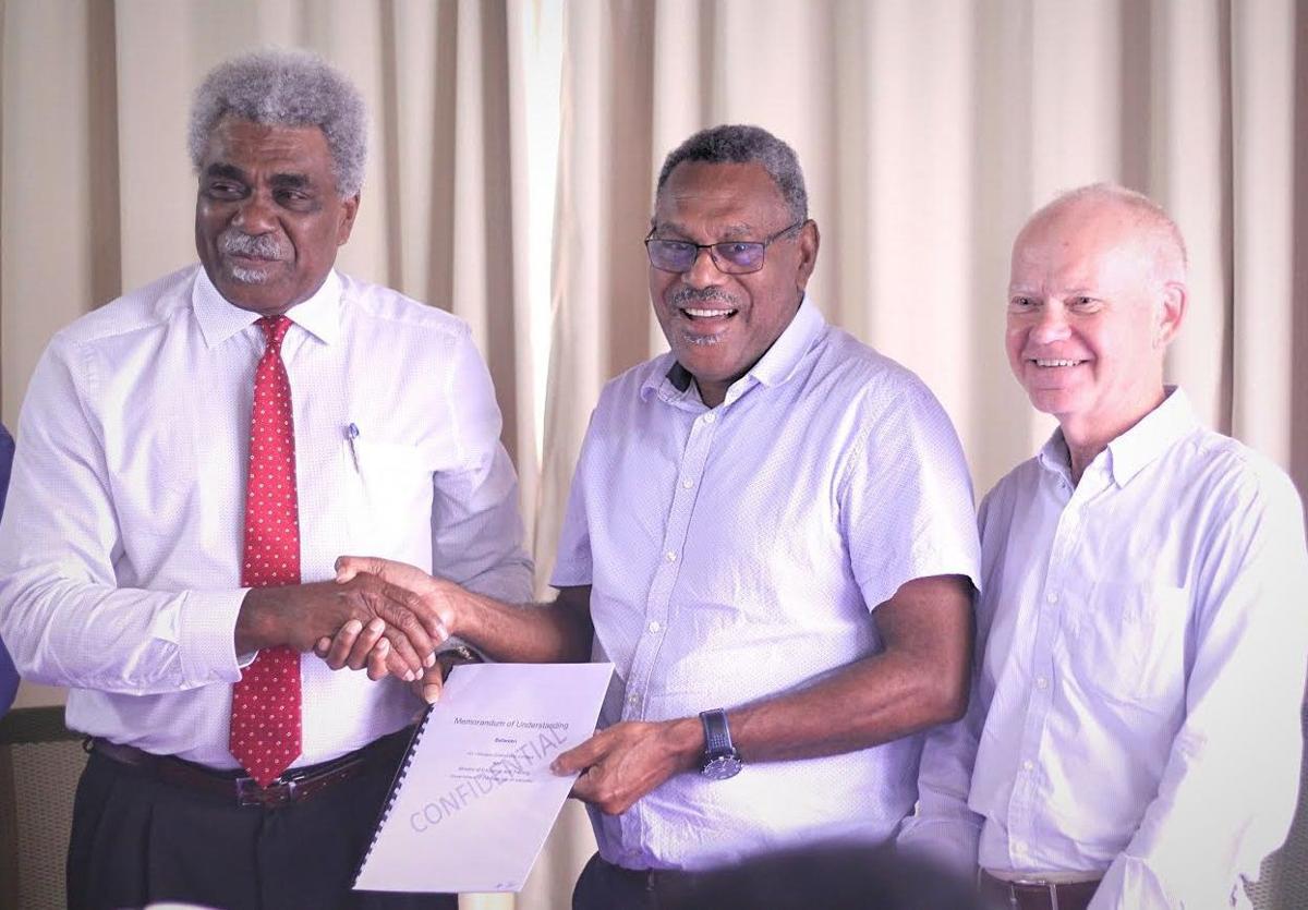 MOET and Air Vanuatu sign MOU to boost pilot numbers
