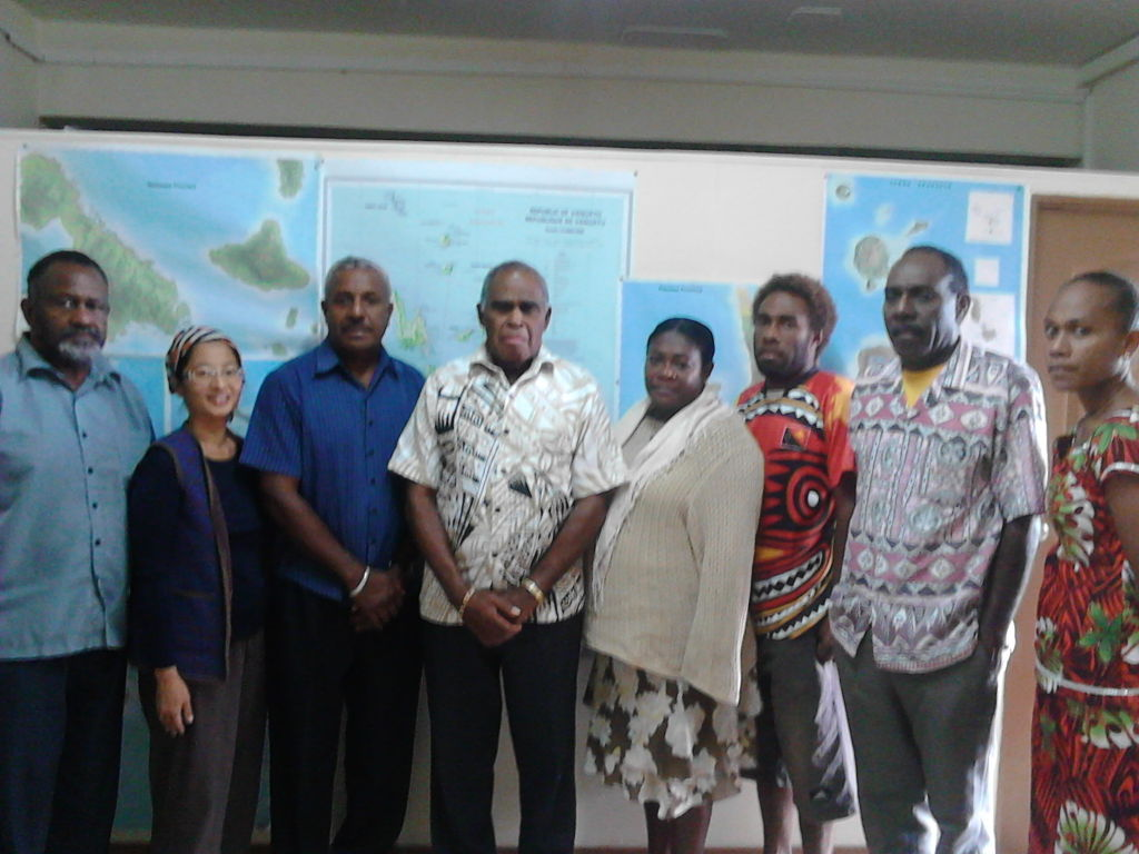 Lands Minister Paul Telukluk(c) flanked by First P/A Wendy Himford, DG Joe Ligo, CEO Michael Mangawai and departments heads and representatives