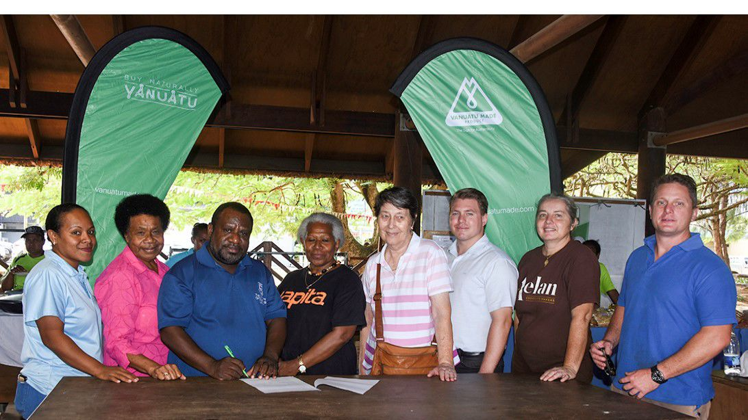 Department of Industry signs MOU with Farmer's Market to address local business challenges