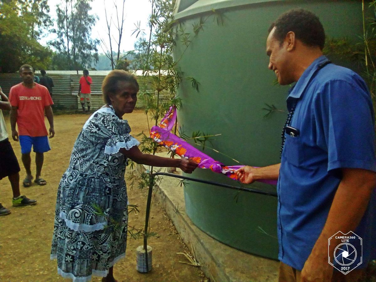 Ohlen Mataso community receives 6,000lt water tank