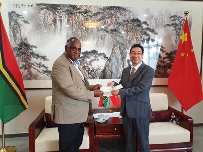 Chinese Embassy presents Vt4 million for 40th Independence Anniversary fireworks