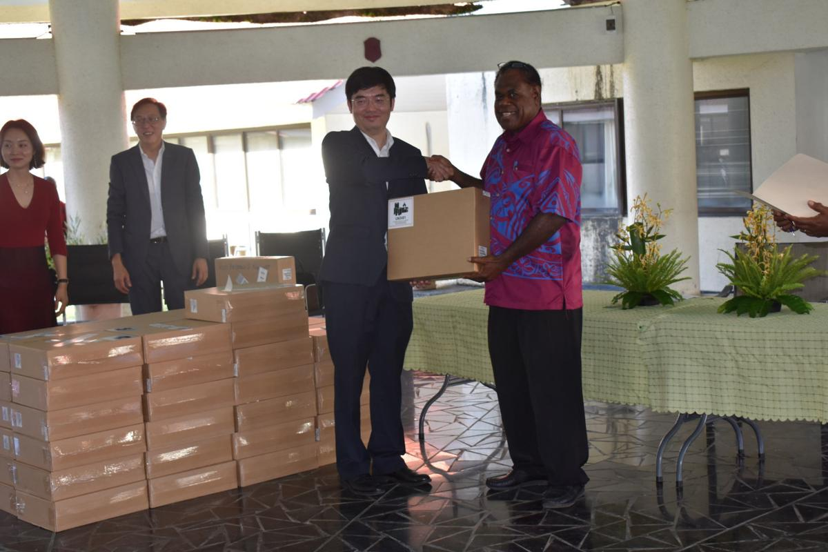 Chinese company donates laptops to members of Parliament