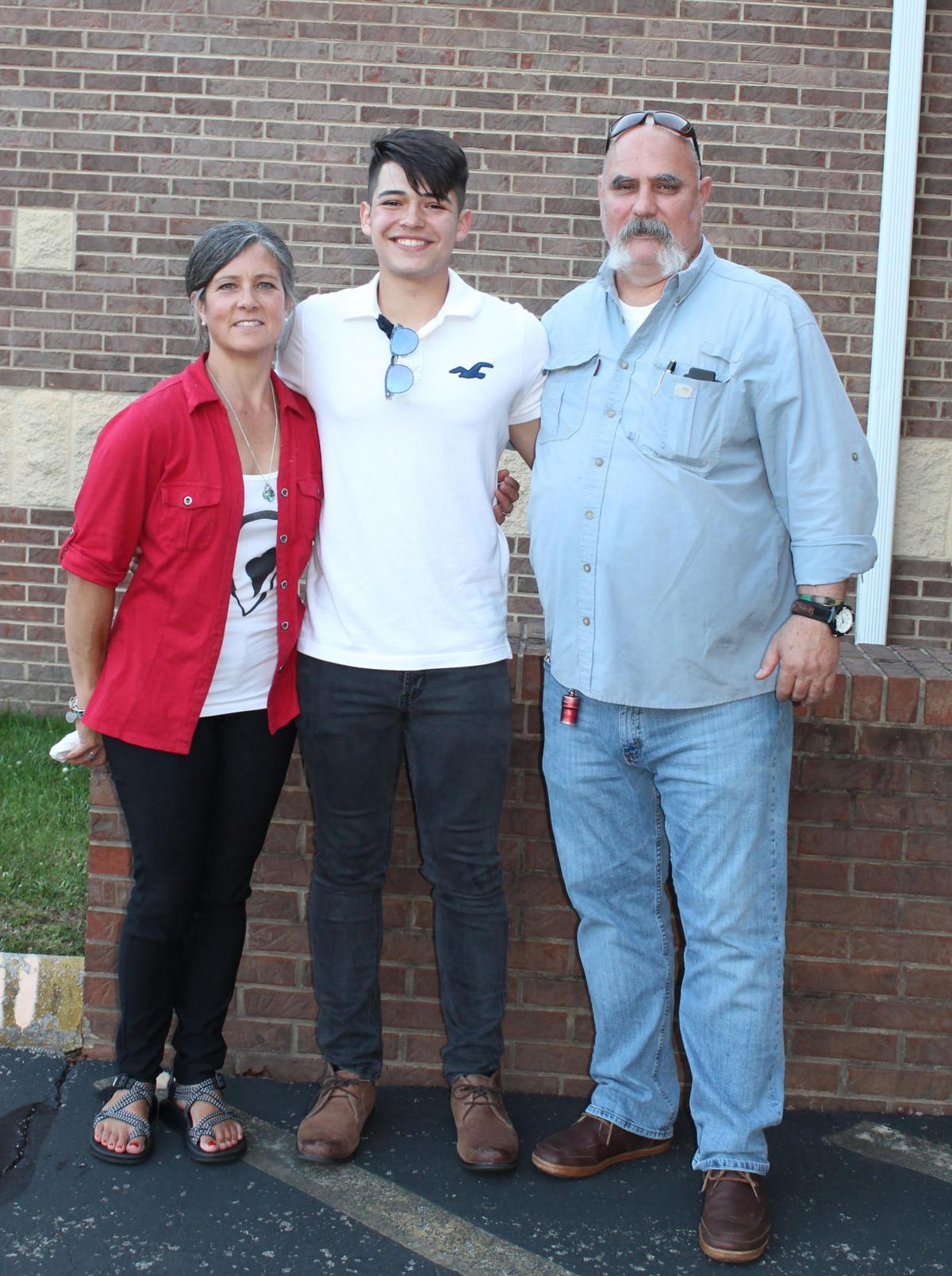 Justin Arias awarded Snellgrose Scholarship