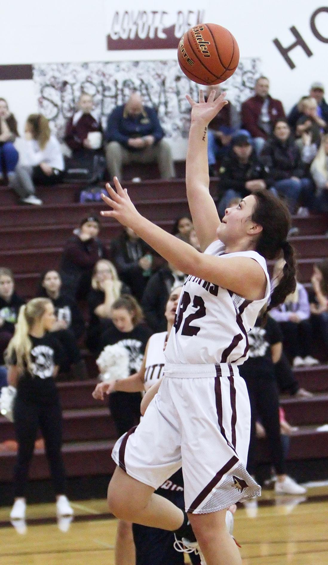 Kittitas girls basketball makes halftime adjustments to