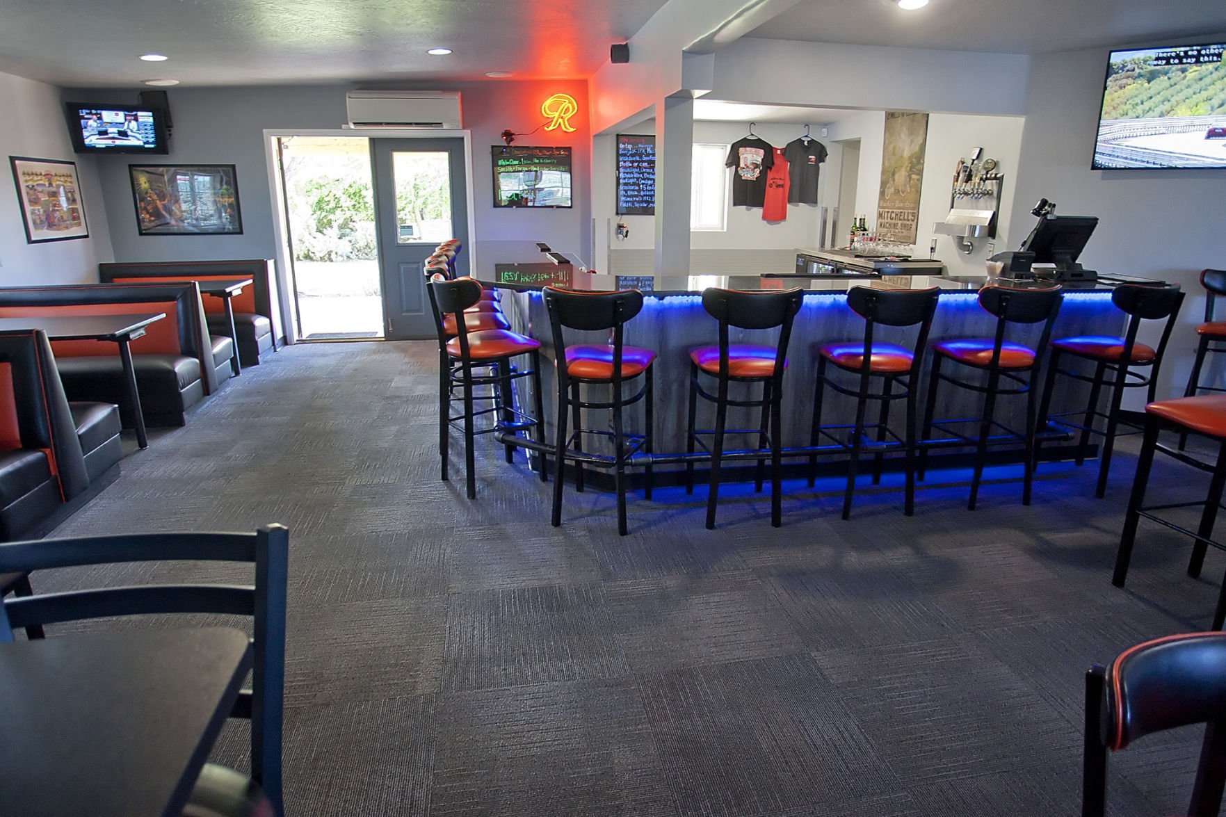 Red Horse Diner expands with bar
