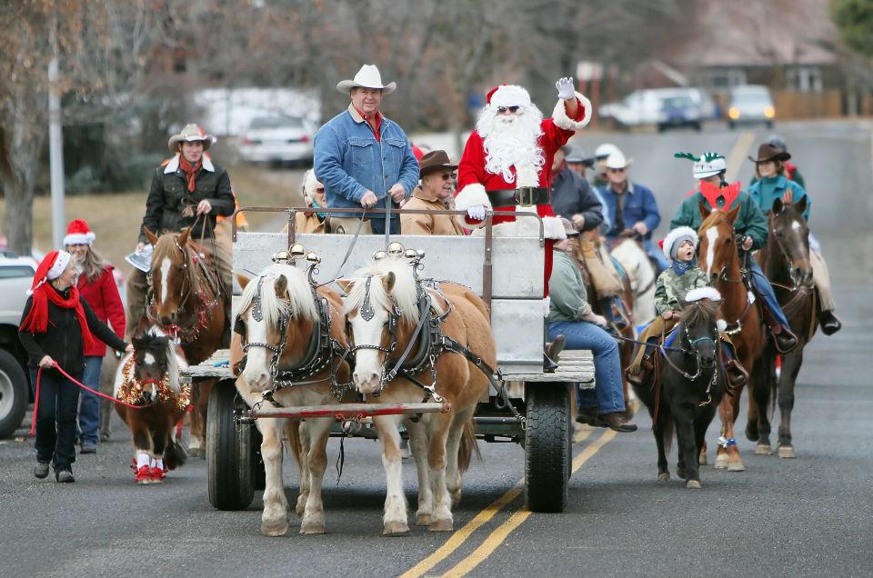 edc128c03bb09 Horses bring holiday cheer during Christmas parade