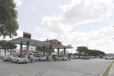 H-E-B's plans for its Main Street store will require some patience, because this is major