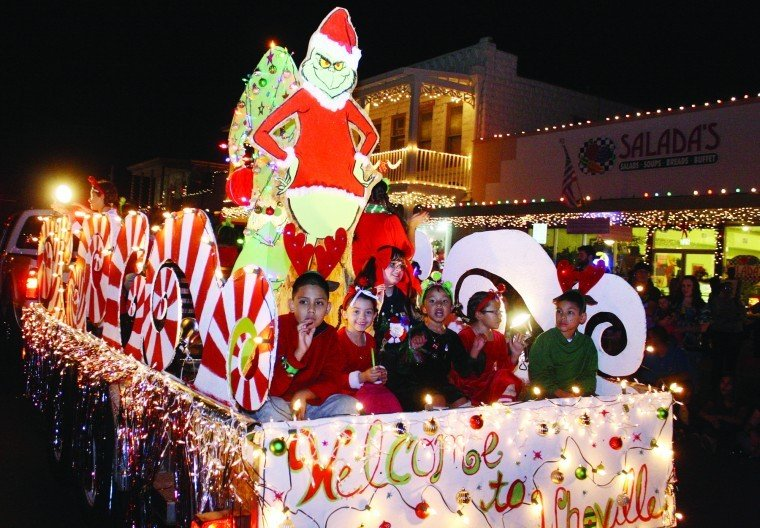 Christmas Float Ideas With Lights.Holiday Lighted Parade And Courthouse Lighting Ceremony