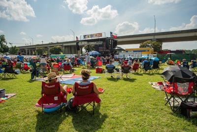 Residents flock to Robert Earl Keen's 4th on the River to celebrate birth of nation