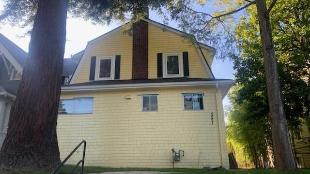 Available FALL 2022 - 11BR 4BA 2 KItchens - 5251 16th Avenue NE - TOURS EVERY WED 7PM ,CALL