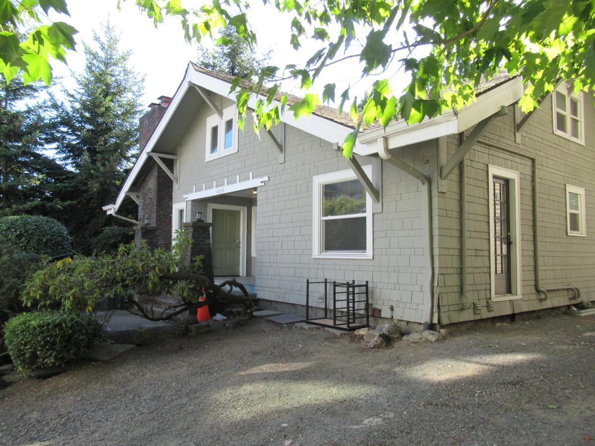 4303 8th Ave NE, Seattle, WA img 1
