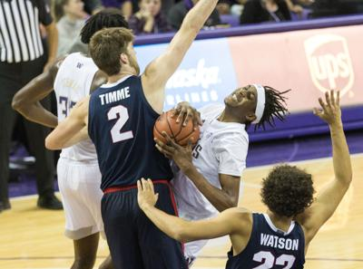 Turnovers kill UW's chances at catching up to Gonzaga