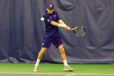 Pulliam can't hang on as UW drops close match to Oregon