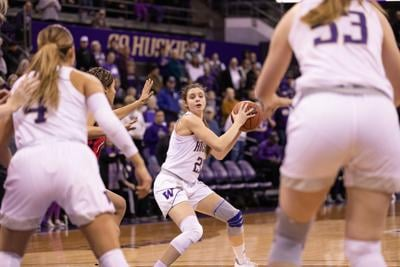 Dawgs blow huge first lead after first quarter, lose to Wildcats.