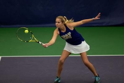 Huskies dominate, sweep Vandals in first match of the season