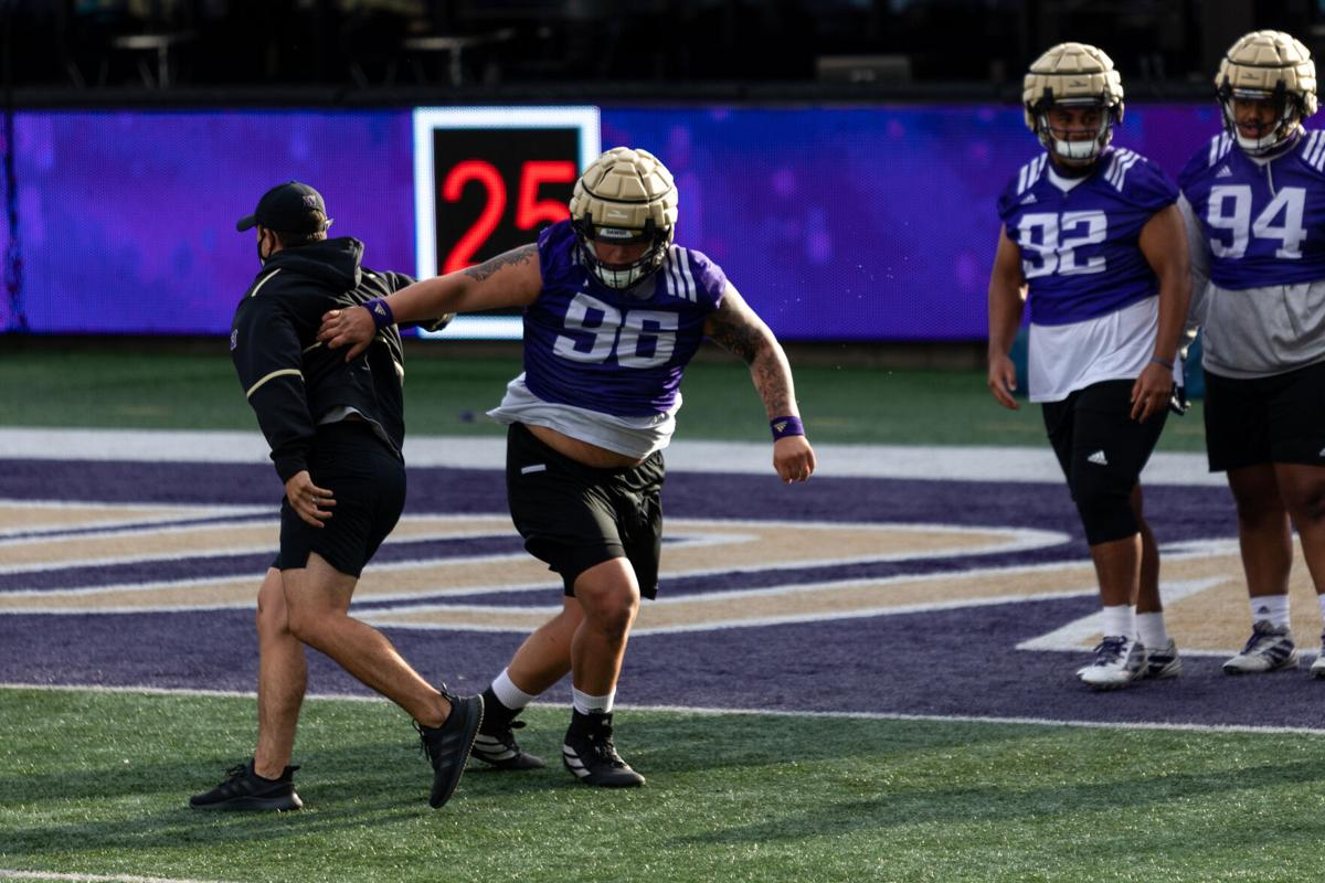 Huskies return to Montlake for (belated) fall camp wielding 'eighth-grade mentality' (2)
