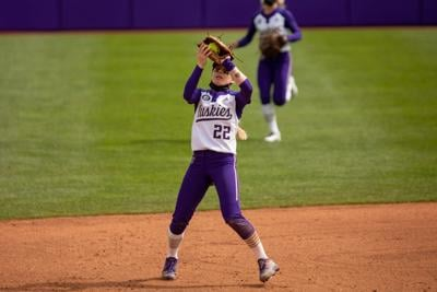 Middle infielders flash the leather, UW closes out weekend sweep of Cal
