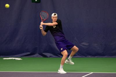 Huskies can't break losing streak, fall to Minnesota