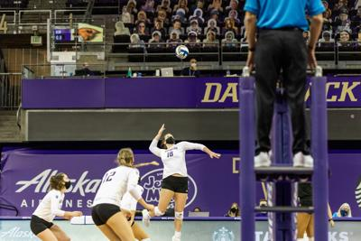 Washington scapes out narrow five-set win to advance to Sweet 16