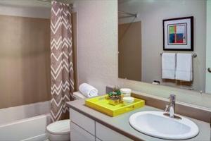 udsh_bathroom.jpg